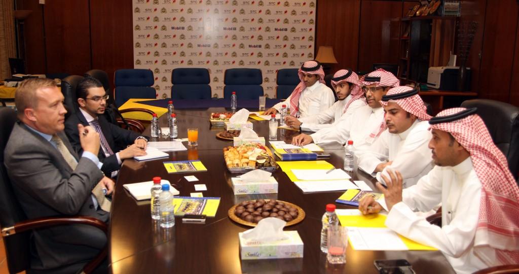 فريق عمل دراسة التخصيص وتطوير الاستثمار الرياضي يزور نادي النصر