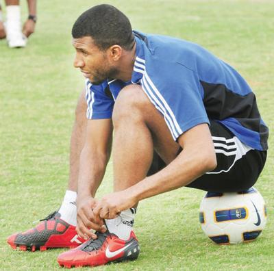 Photo of خالد عزيز .. من وين يطقها عوجا
