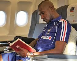 النجم الفرنسي أبيدال يرحل عن برشلونة بعد تجاهل مسئوليه