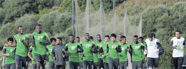 Photo of لوبيز يمنح لاعبي الأخضر جولة حرة في «خيريز»
