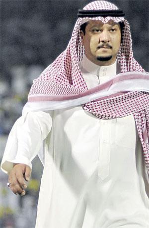 Photo of الراهب يتسلم مستحقاته.. وتوثيق عقد الخيبري للنصر