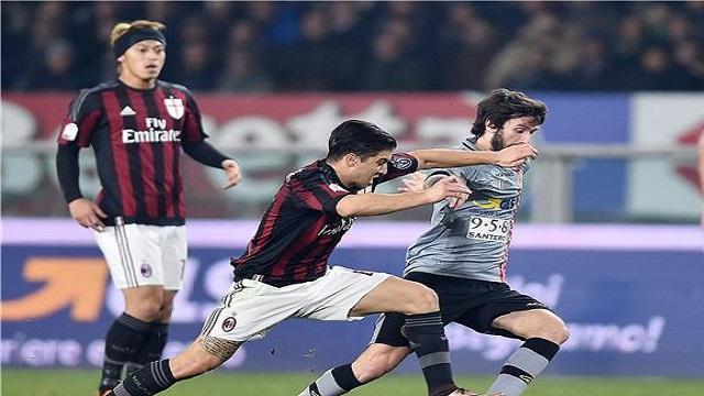 ميلان يقطع نصف الطريق نحو النهائي في كأس إيطاليا