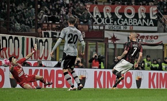 ميلان يتأهل لنهائي كأس إيطاليا بخماسية