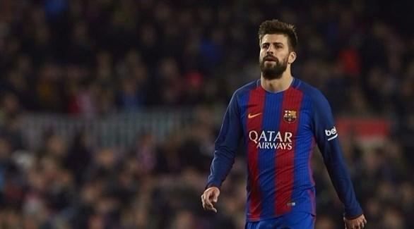 مدافع برشلونة يصوب سهام إنتقاداته
