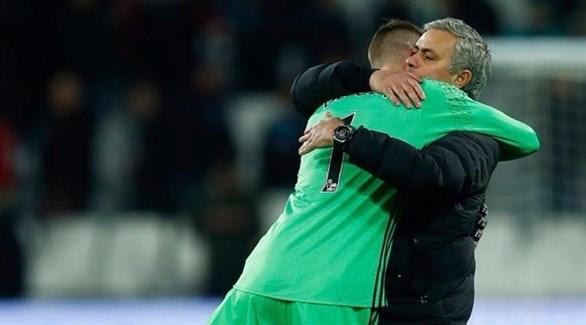 مورينيو: واثق من بقاء دي خيا مع مانشستر يونايتد