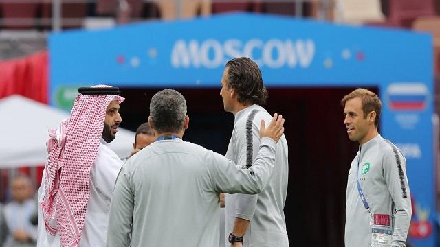 آل الشيخ يعقد اجتماعًا مع لاعبي الأخضر قبيل الحصة التدريبية الأخيرة