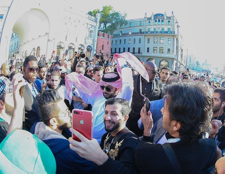 تركي آل الشيخ يلتقي بجماهير الأخضر في الساحة الحمراء بموسكو