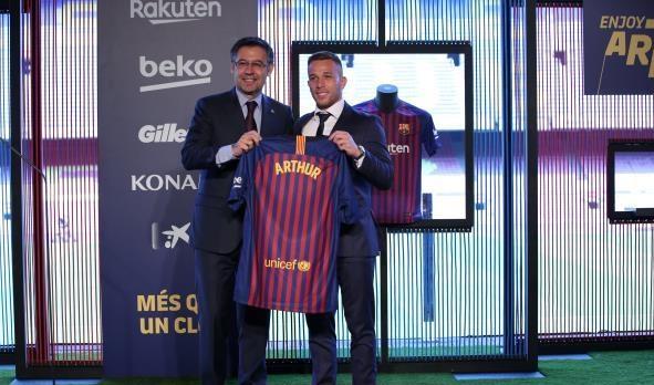 برشلونة يقدم آرثر ميلو بشكل رسمي
