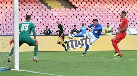نابولي يقتنص الوصافة بعد فوزه على فيورنتينا