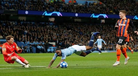لاعب مانشستر سيتي يعتذر للحكم على ركلة الجزاء الوهمية