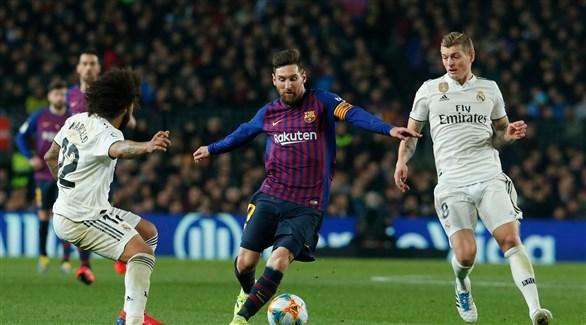 عودة الصراع على الصدارة بين برشلونة وريال مدريد