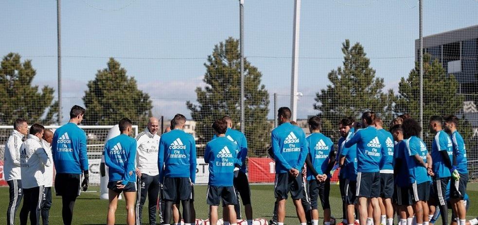 زيدان يقود أول تدريباته مع ريال مدريد بعد عودته