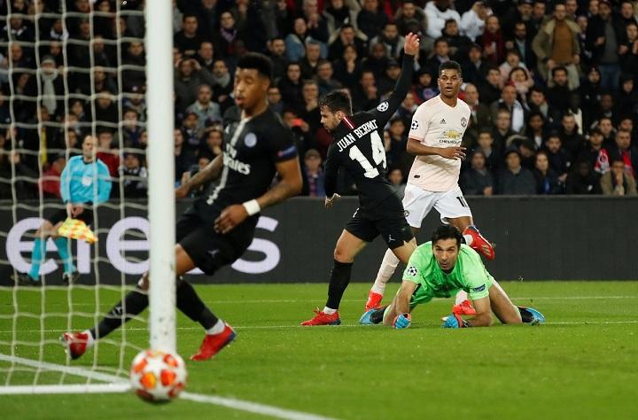 مانشستر يونايتد يصعق باريس سان جيرمان بثلاثية