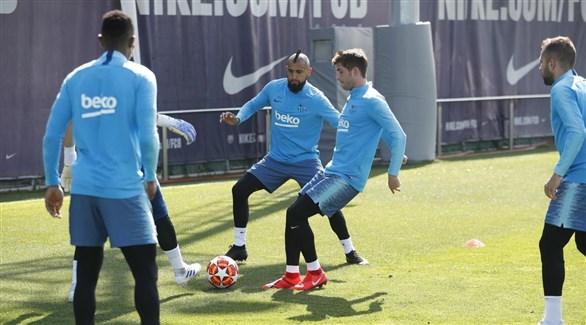 راكيتيتش وسيرجي روبرتو يعودان للتدريب الجماعي لبرشلونة