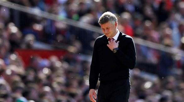 مدرب مانشستر يونايتد يرفض التخلي عن مساعديه