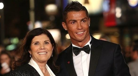 والدة رونالدو: ابني أنقذ يوفنتوس من الهبوط !