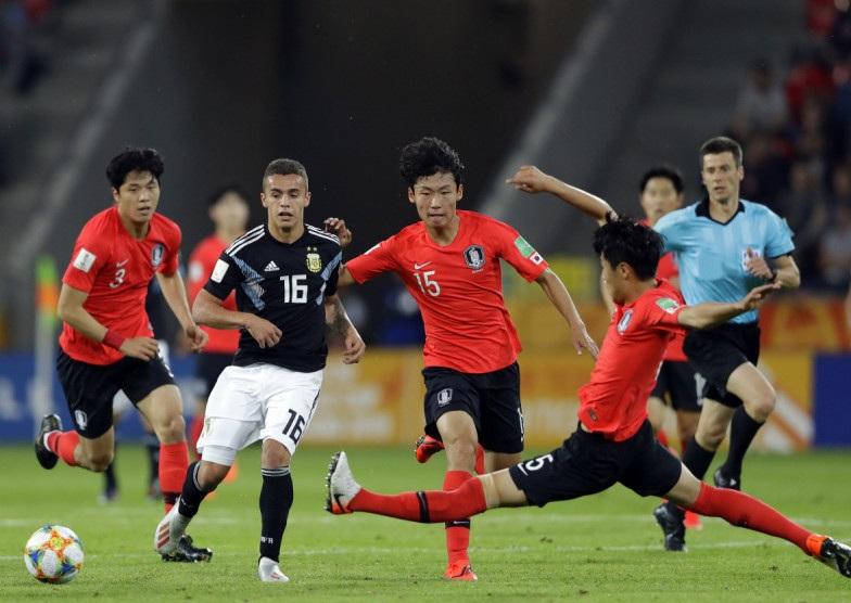 كوريا الجنوبية تكمل الدور الثاني