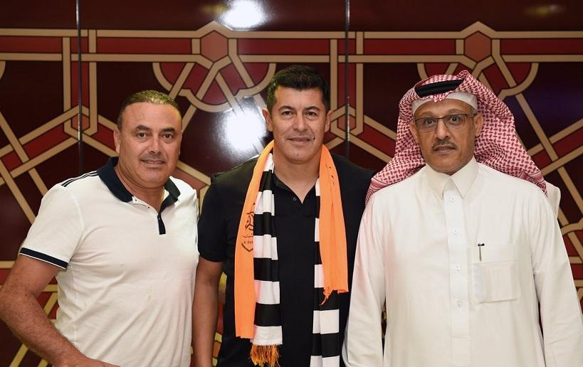 مدرب الشباب الجديد يصل الرياض