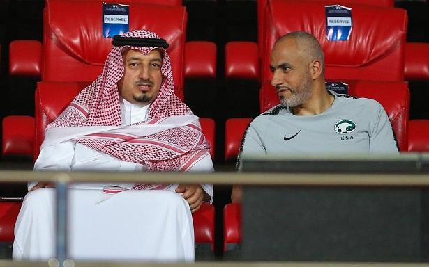 المسحل يجتمع بلاعبي الأخضر السعودي قبل مواجهة اليمن