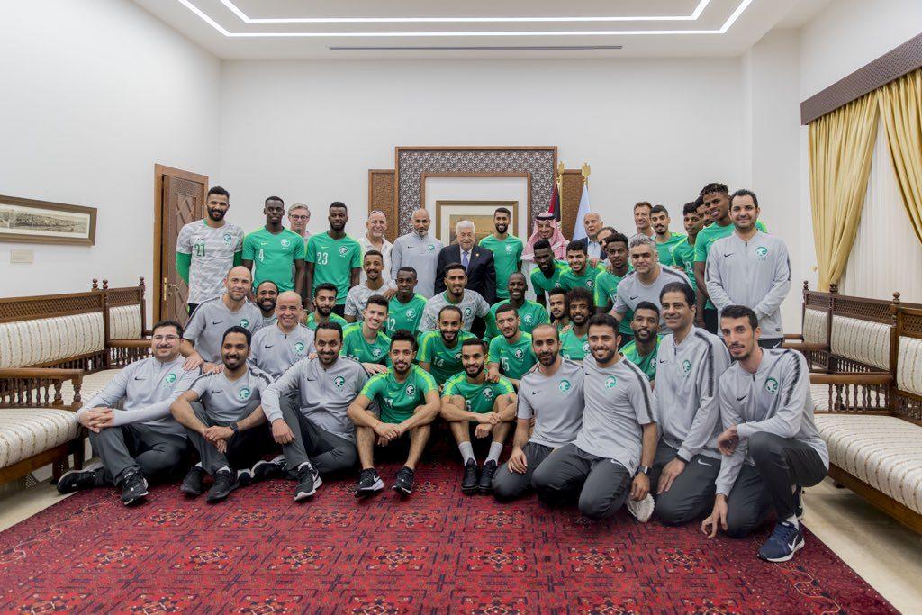 الرئيس الفلسطيني يستقبل بعثة الأخضر في مقر الرئاسة