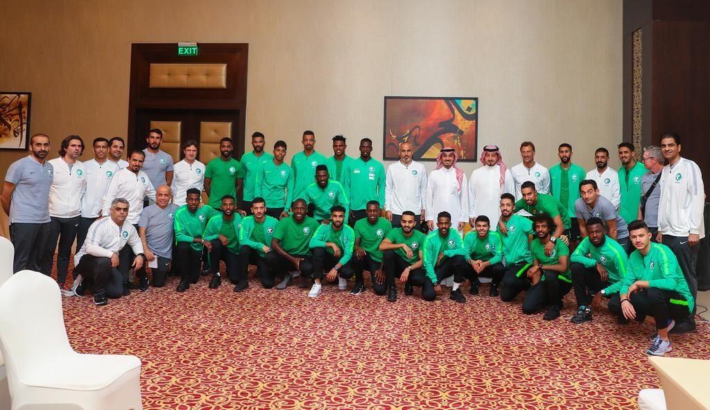 الفيصل يلتقي لاعبي الأخضر قبل المغادرة إلى  طشقند