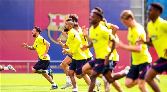 Photo of برشلونة يعلن عودة لاعبيه الفرنسيين الثلاثة