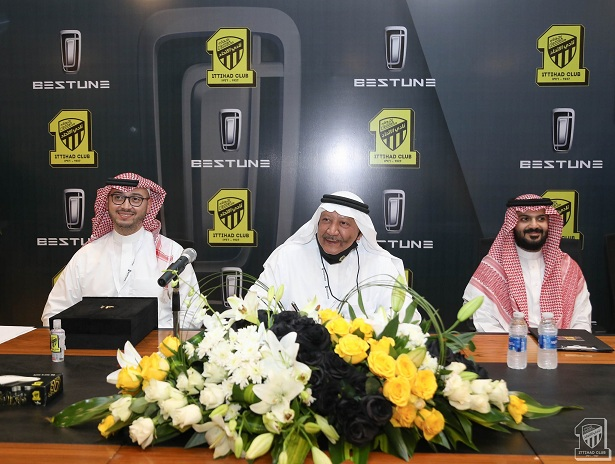Photo of إدارة الاتحاد توقع مع راعٍ رئيسي لقميص الفريق