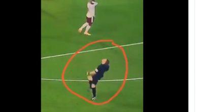 Photo of فيديو .. .. ردة فعل غريبة لحكم مباراة ليفربول وأرسنال بعدما أهدر لاكازيت هدفا محققا